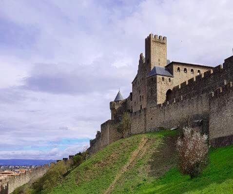 Urlaub und Camping in Südfrankreich - di beeindruckend Festung in Carcassonne