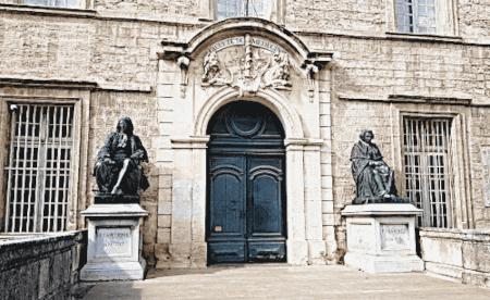 Zu den Sehenswürdigkeiten in Montpellier gehört auch die medizinische Fakultät